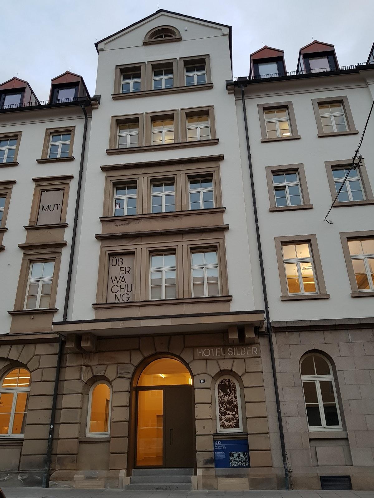 Hotel Silber, Seiteneingang in der Dorotheenstraße