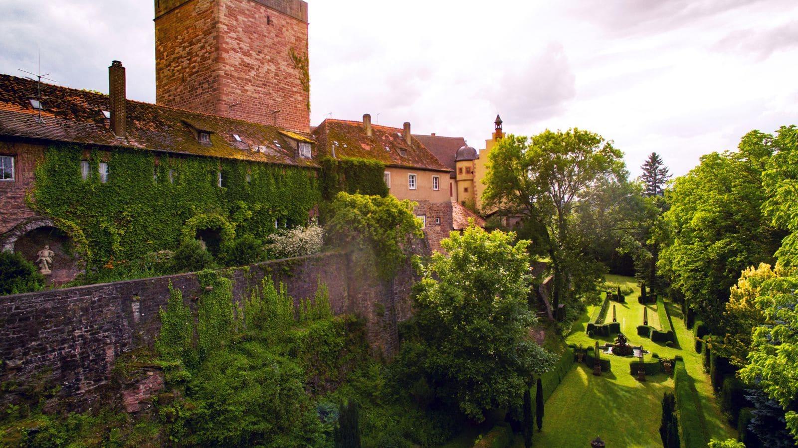 Burg Gamburg: Blick auf den Burgpark