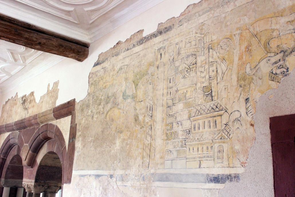 Burg Gamburg, Rittersaal Nordwand mit Barbarossa-Fresken