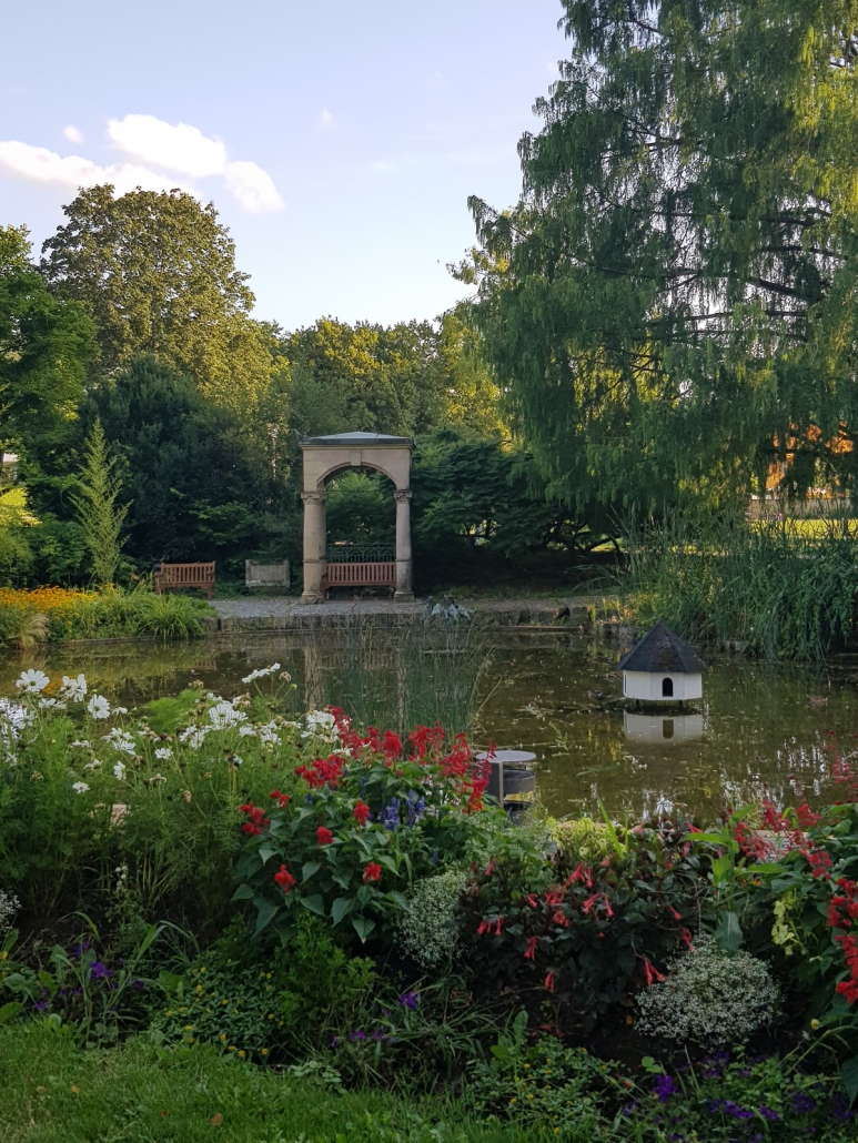 Im Garten des heutigen Klinikums Schloss Winnenden