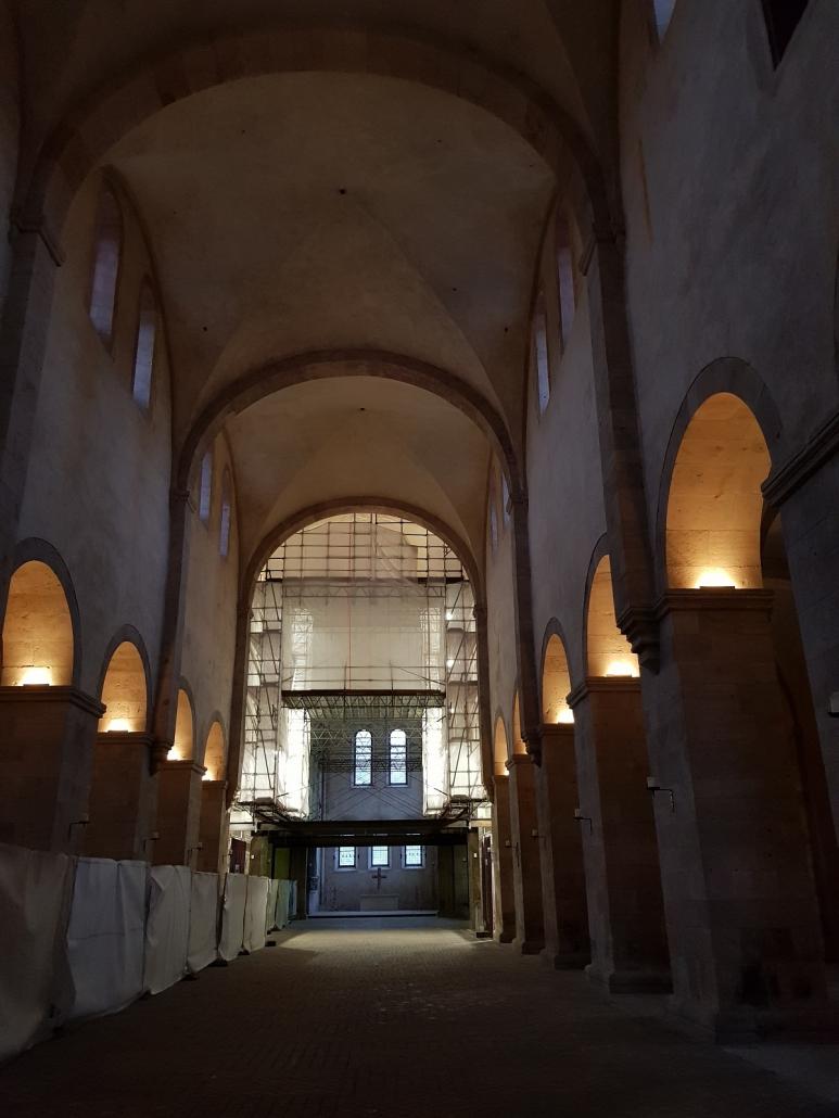 Baustellenroman(t)ik in der Basilika