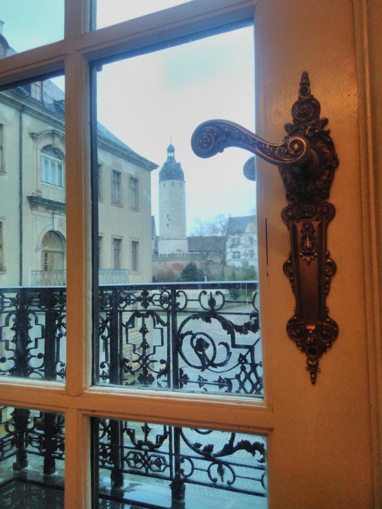 Blick in den kleinen Schlosshof und zum Hausmannsturm