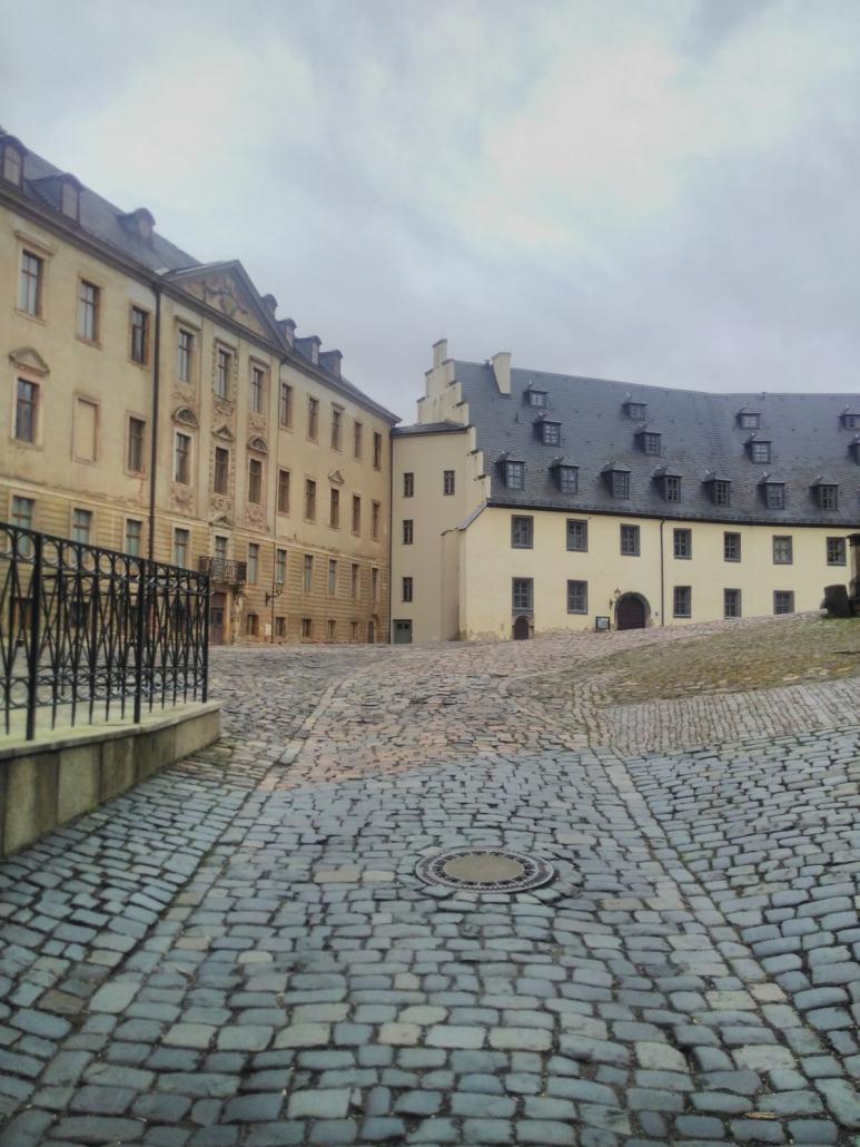 Schloss Altenburg - Eingang großer Schlosshof