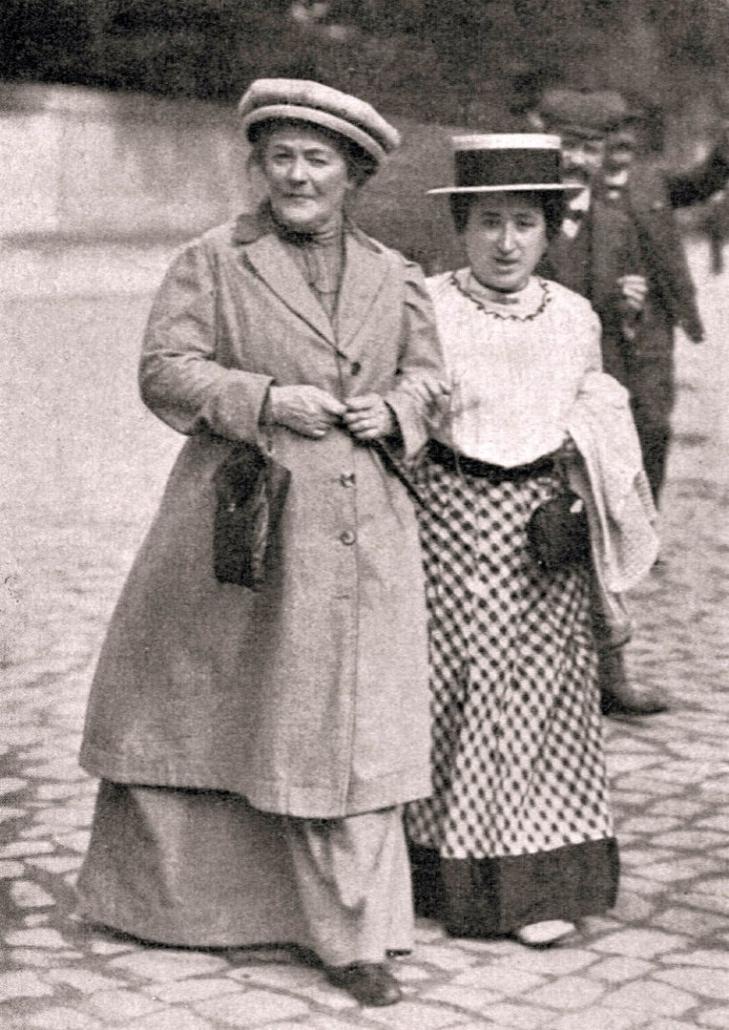 Clara Zetkin (links) mit Rosa Luxemburg im Jahr 1910